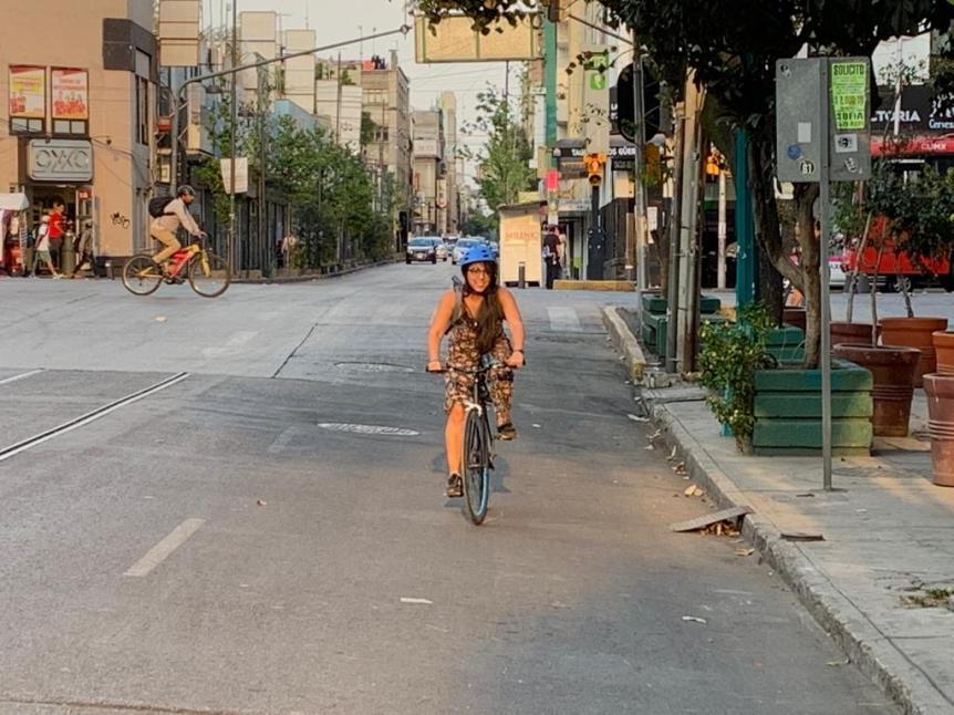 Mejor en bici. (Ana Estrada)